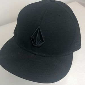 Volcom Black Mens fitted hat (7 3/8)